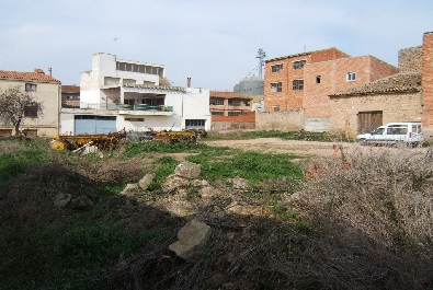 Urban plot for sale in Les Garrigues region with the capacity to build 3,480 m2 and located in a village with all services