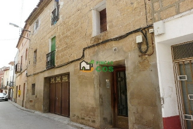 GREAT PAIRAL HOUSE for sale in the garden in a poble amb serveis, net and pleasant not lluny in Lleida.